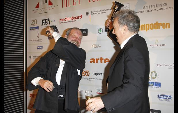 Terry Gilliam and Stephen Frears have fun on the red carpet